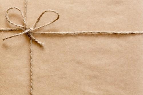 Ein Paket mit Flyern für den Büchertisch